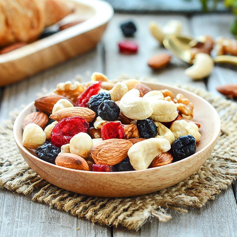 沃隆 每日坚果 原味健康营养零食节日礼物进口核桃仁腰果扁桃仁榛子仁蓝莓干蔓越莓干 成人款175g/盒